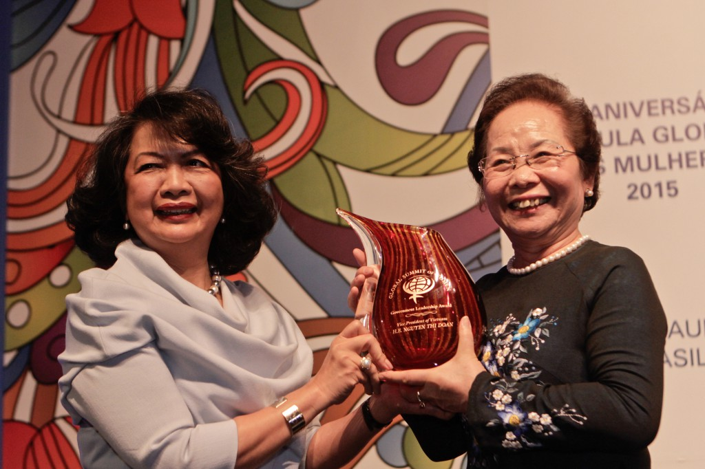 Vietnam VP Receives Government Leadership Award